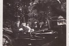 1933_vorne_Heinrich_Overhoff_hinten_V.L_Josef_Brinkmann,_Hotelier_Wilhelm_Decker,jpg