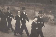 1949_Polonaise_v.r._Gerhard_Baumeister_sen._Maria_Baumeister,_Bernhard_und_Frau_Droppelmann