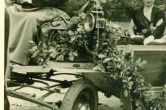1952_Ehrendamen_M_Kleideiter_und_Große_Boymann_und_Kutscher_Joh._Albers
