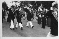 1952_Schützenfest_Fahnenoffiziere_Bürger_vorne_Hm_Hermann_Böckers,_dahinter_v.l.Bernh._Hamm,_Hermann_Ficker,_Karl_Specking,_vor_Legdener_Kapelle_Tambormajor_Böckers_a_Coesfeld-2