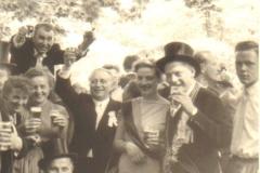1957_Heinrich_Börst_-_Irmgard_Sprey,_rechts_Hermann_Terhörst,_unten_Ludger_Schonnebeck,_oben_Franz_Hericks,_links_neben_Königin_Benölken
