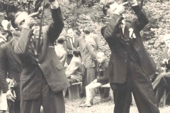 1958_Schuss_Franz_Uppenkamp,_Gerhard_Baumeister_rechts_wurde_König