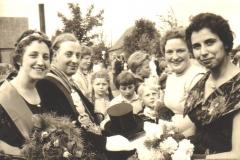 1960 vl .Königspaar Marianne Koch, Josef Möllers, Cornelia Elbers, Helga Koch.bmp
