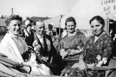 1963_v.l._Koenigin_Hedwig_Kleideiter,_Koenig_Josef_Wernsing,_Adelheid_Janning,_Anna_Wernsing