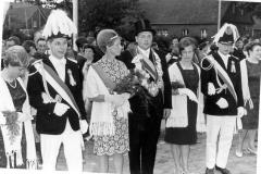 1967_Königspaar_mit_Adjutanten_und_Ehrendamen_v.l._Helga_Fischer,_(-)_Böckers,_Königspaar,_Anni_Clemens,_Erich_Richter_