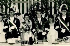 1968_Thron_Elisabeth_Borgert,_Ludger_Böckers,_Elisabeth_Renger,_Norbert_Feldkamp,_Gisela_Hüntemann,_Herbert_Richters