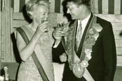 1969_Königspaar_mit_Bowle