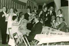 1969_Stimmung_am_Königsthron._u._a._Josef_Epping,_Lisa_Lösing,_Tonius_Brüggemann,_Manfred_Pollert,_Franz_Marpert_