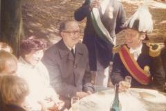 1975_Pfarrer_Hoinka_hat_gut_lachen_nach_verpasstem_Königsschuß