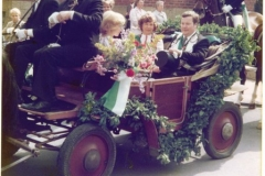 1977_König_Ulrich_Elbers,_Königin_Helga_Sprey_Kutsche