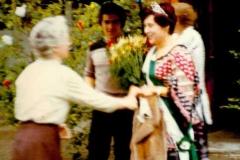 1978_neue_Königin_wird_im_Regen_abgeholt_II
