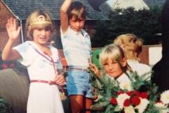 1986 Kinderkönig Matthias Hemker und Sandra Elsbernd, EhrengefolgeKerstin Worth und Petra Steens2