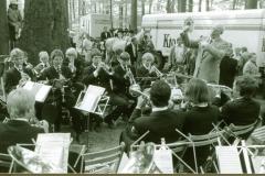 1986_Die_Kapelle_spielt_unter_dem_Dirigat_von_Alois_Duttmann