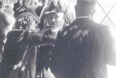 19NN_Gebau_als_Offizier