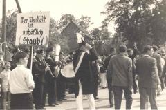 19NN_Parade_bei_Lenfert