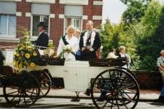 2001_Parade_altes_Königspaar_Bernhard_Droppelmann_und_Gerti_Steens